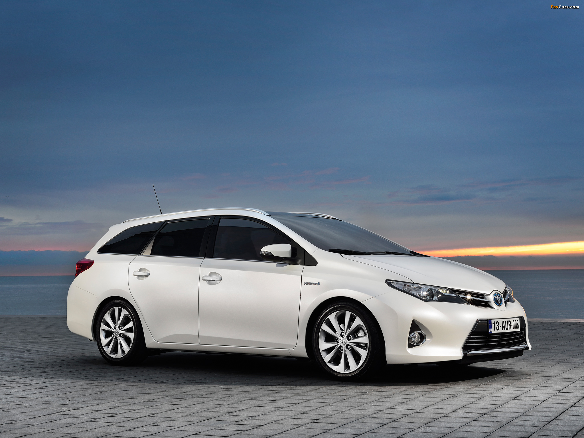 Images of Toyota Auris Touring Sports Hybrid 2012 (2048 x 1536)
