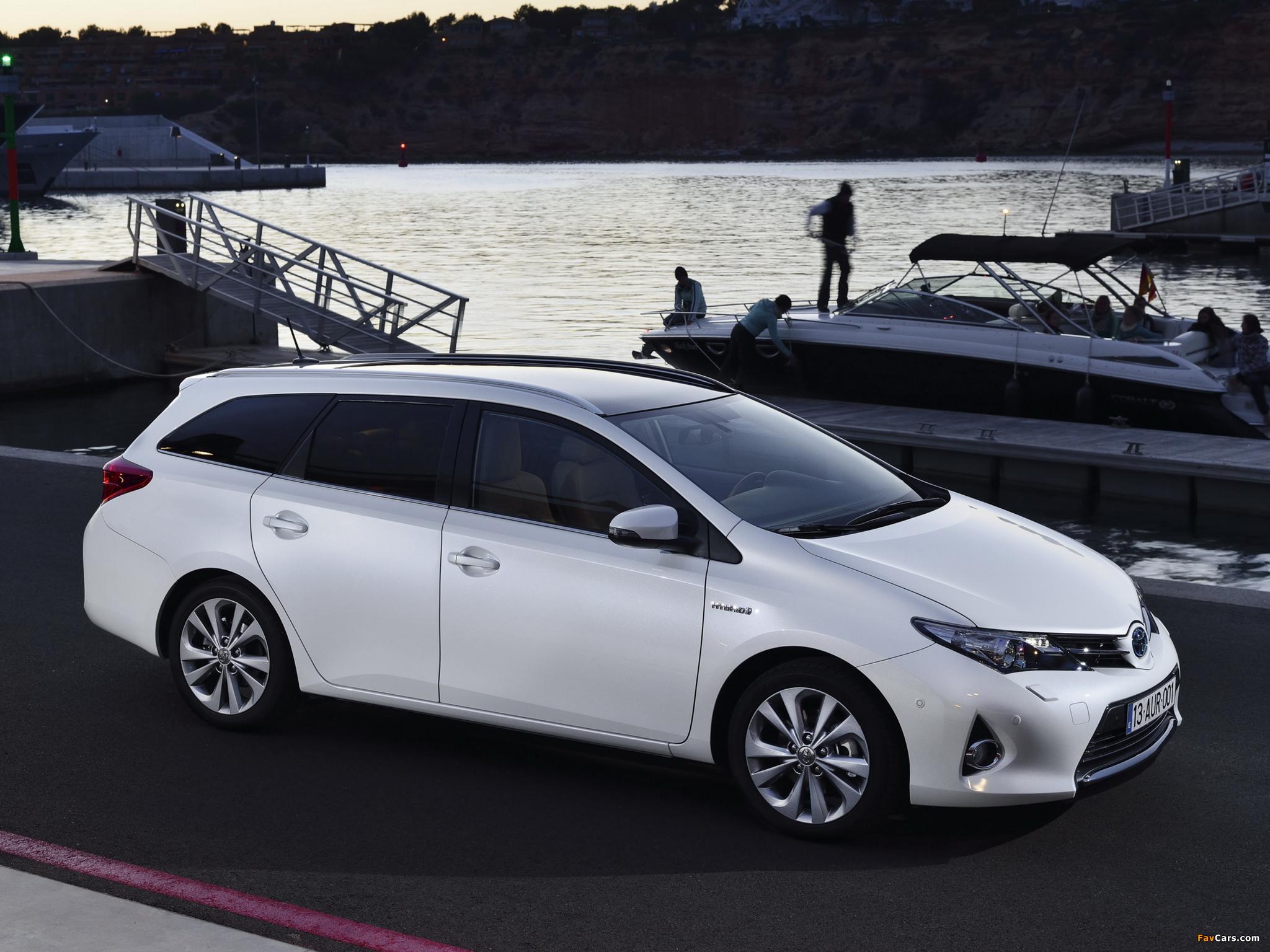 Photos of Toyota Auris Touring Sports Hybrid 2013 (2048 x 1536)