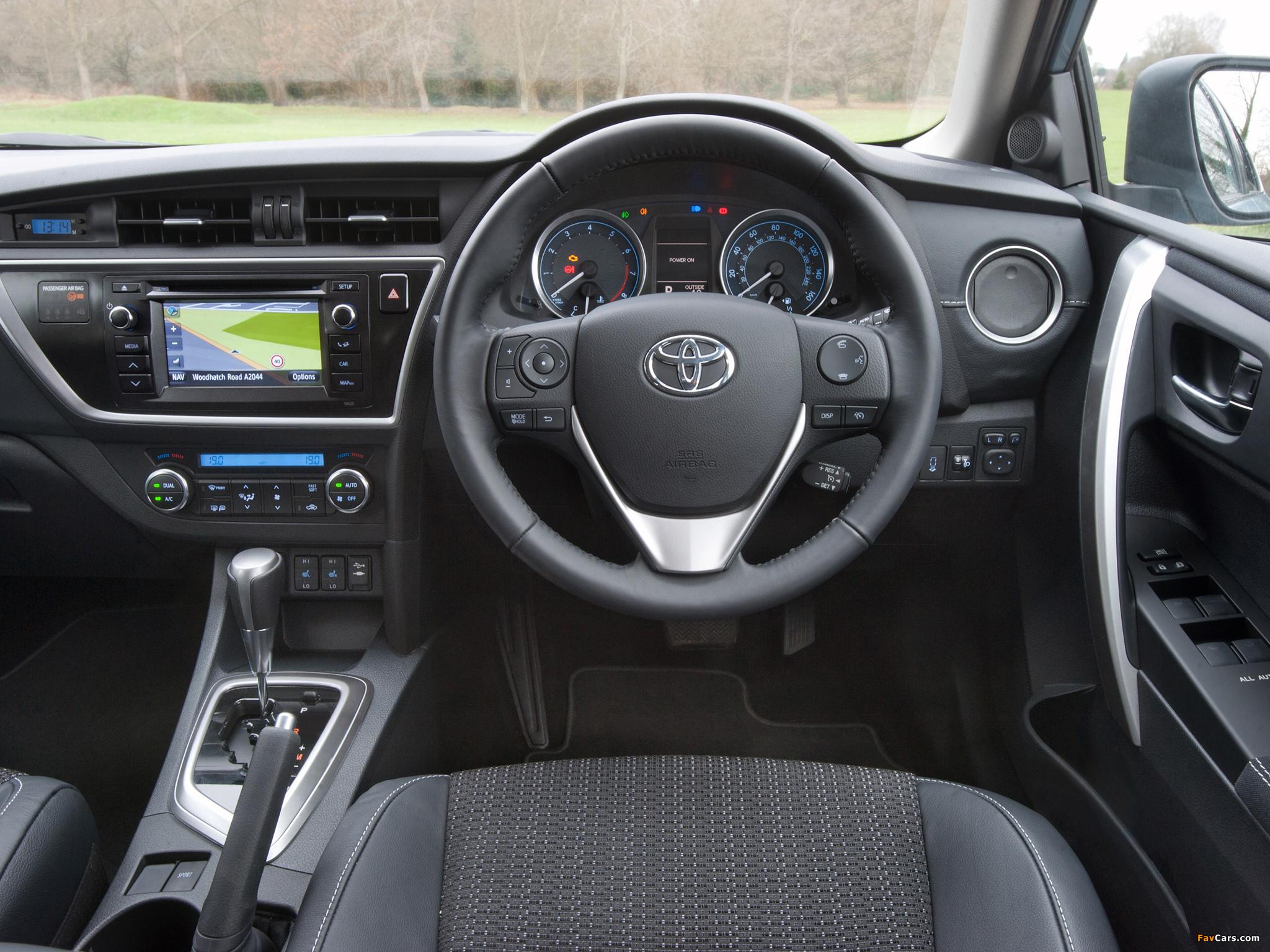 Pictures of Toyota Auris UK-spec 2012 (2048 x 1536)