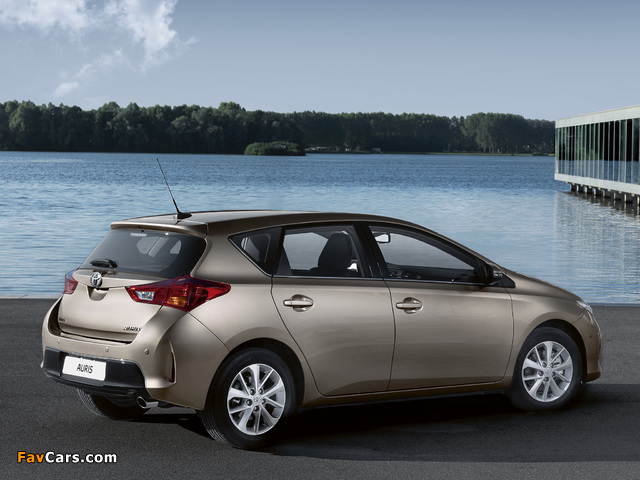 Pictures of Toyota Auris 2012 (640 x 480)