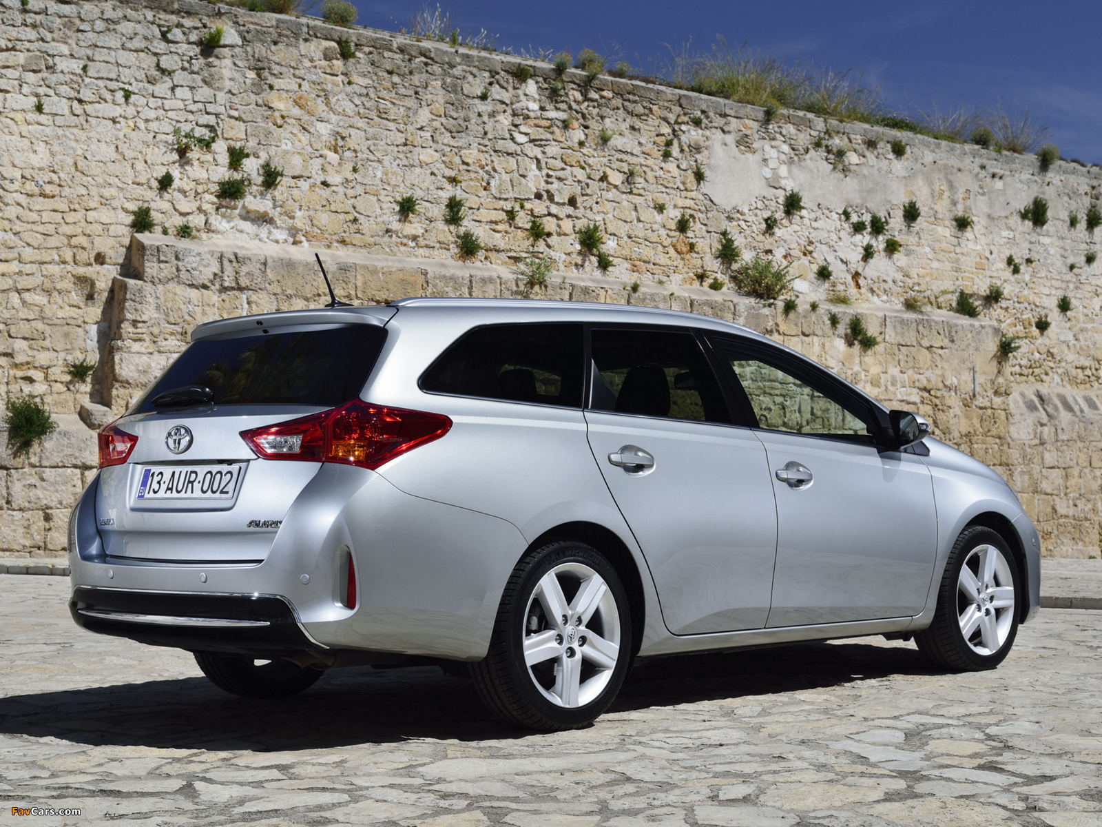 Pictures of Toyota Auris Touring Sports 2013 (1600 x 1200)