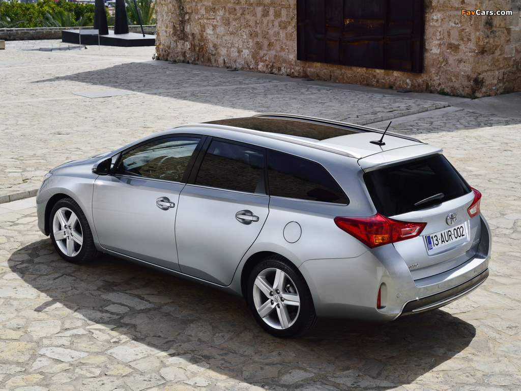 Pictures of Toyota Auris Touring Sports 2013 (1024 x 768)