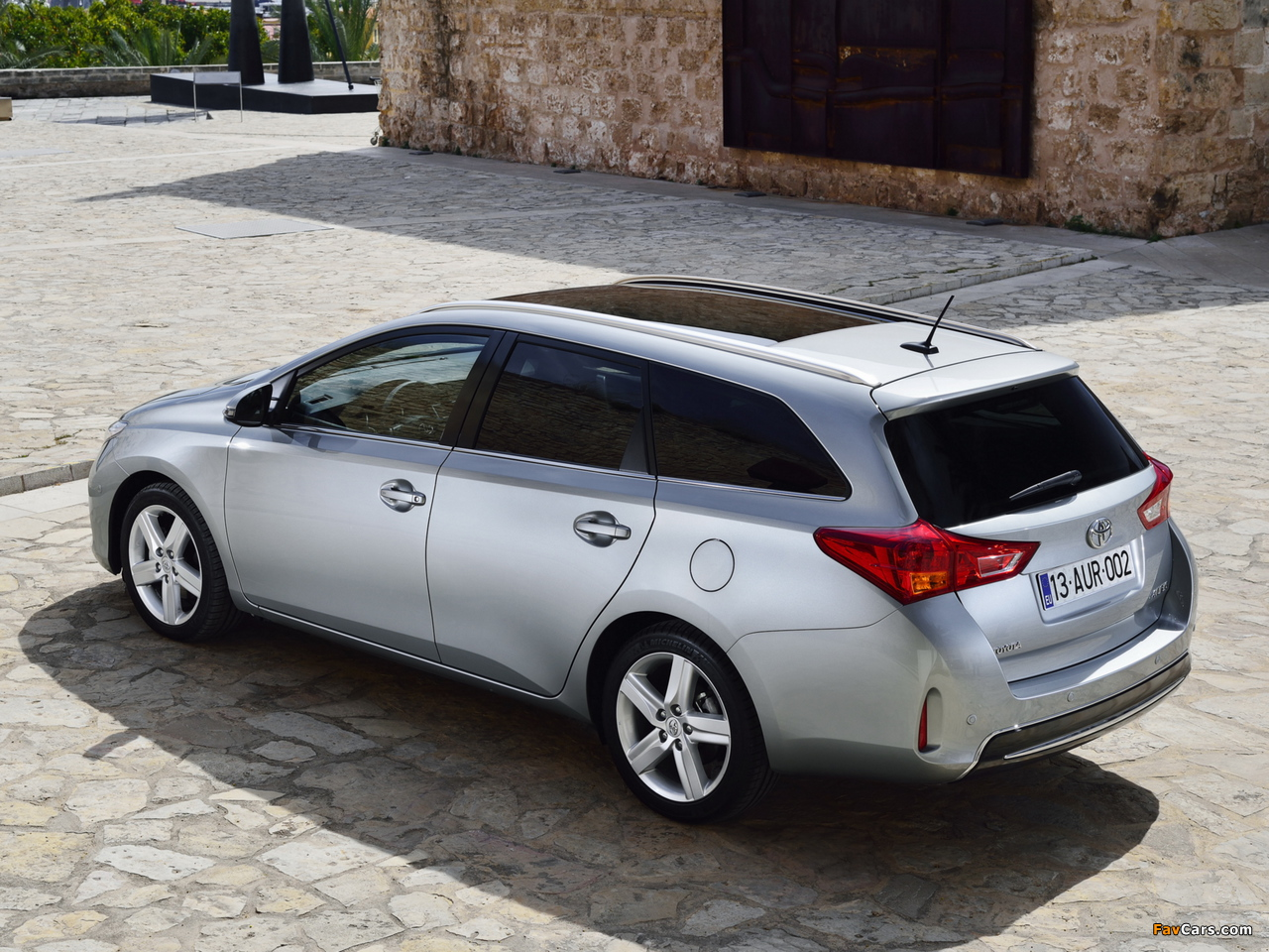 Pictures of Toyota Auris Touring Sports 2013 (1280 x 960)