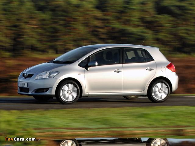 Toyota Auris 5-door UK-spec 2007–10 pictures (640 x 480)
