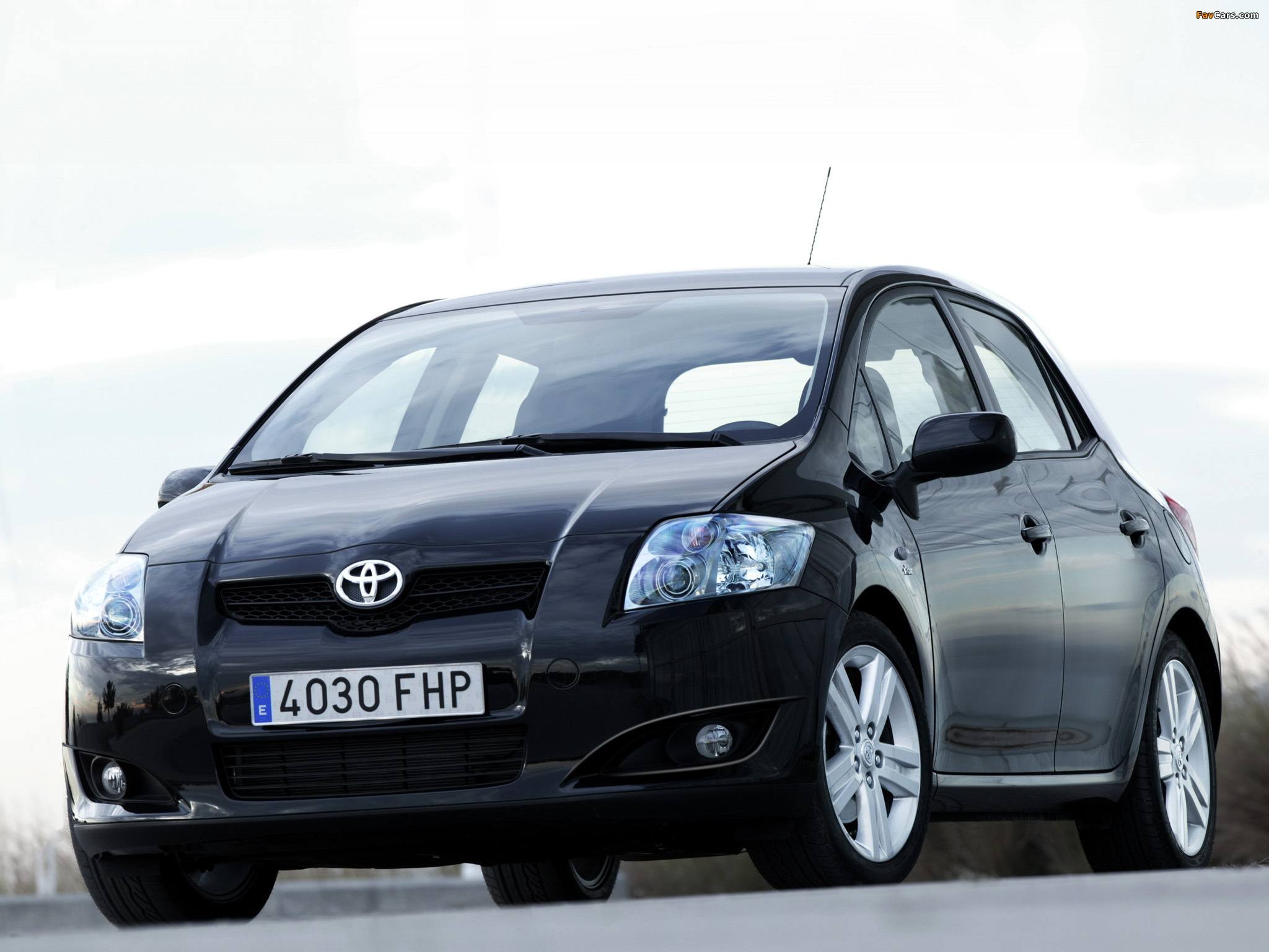 Toyota Auris 5-door 2007–10 wallpapers (2048 x 1536)
