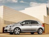 Toyota Auris 5-door 2010–12 images