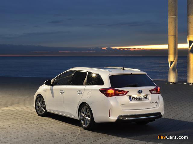 Toyota Auris Touring Sports Hybrid 2012 images (640 x 480)