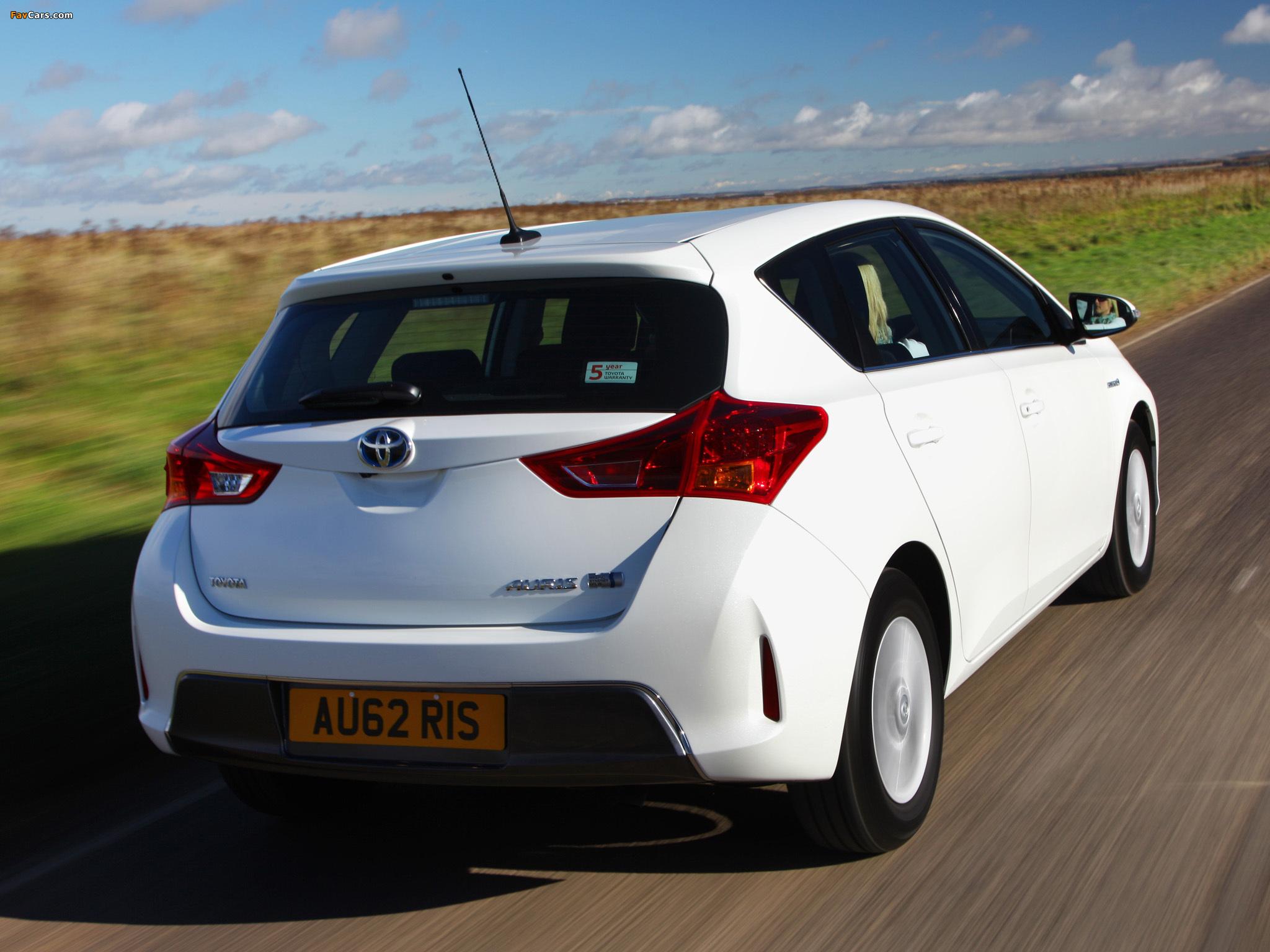 Toyota Auris Hybrid UK-spec 2012 photos (2048 x 1536)
