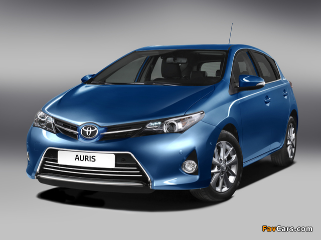 Toyota Auris 2012 photos (640 x 480)