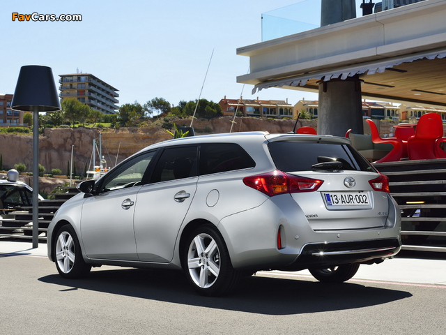 Toyota Auris Touring Sports 2013 photos (640 x 480)