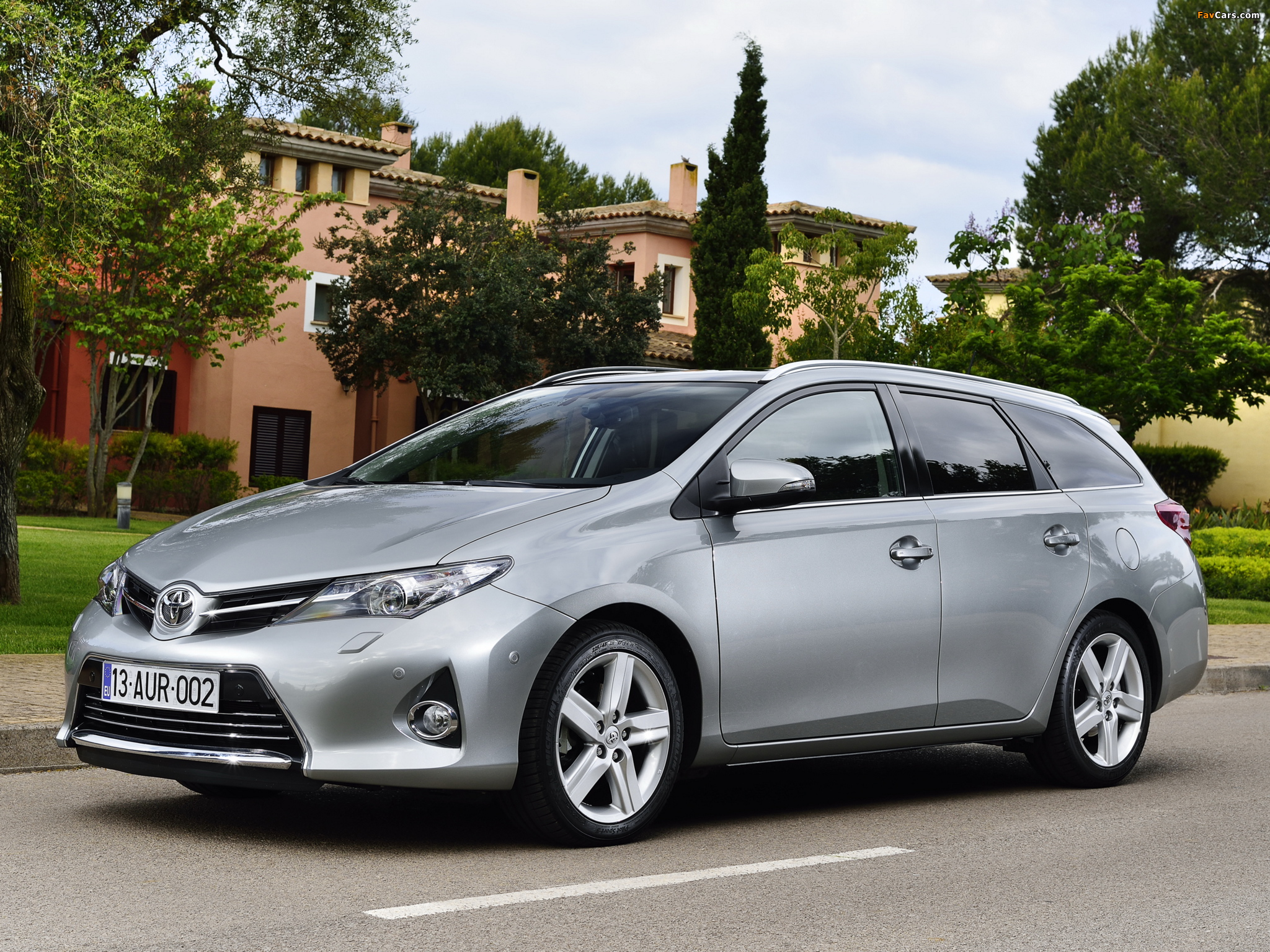 Toyota Auris Touring Sports 2013 pictures (2048 x 1536)