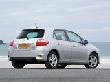 Toyota Auris 5-door UK-spec 2010–12 wallpapers