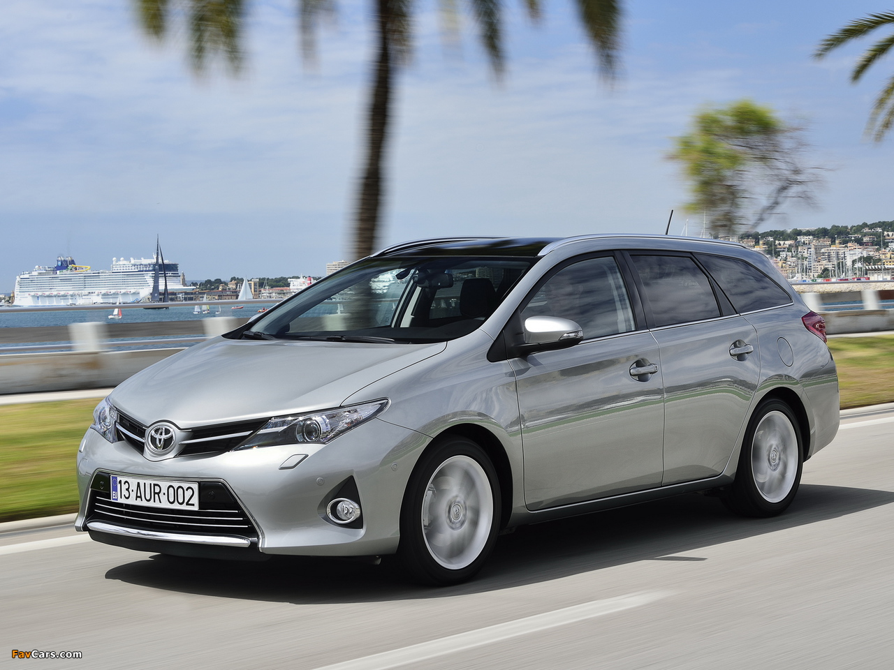 Toyota Auris Touring Sports 2013 wallpapers (1280 x 960)