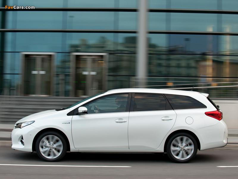 Toyota Auris Touring Sports Hybrid UK-spec 2013 wallpapers (800 x 600)