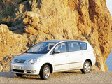 Images of Toyota Avensis Verso 2001–03