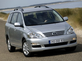 Images of Toyota Avensis Verso 2003–09