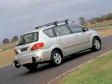 Toyota Avensis Verso AU-spec 2001–03 photos