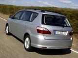 Toyota Avensis Verso 2003–09 photos