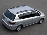 Toyota Avensis Verso 2003–09 pictures