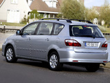 Toyota Avensis Verso 2003–09 images