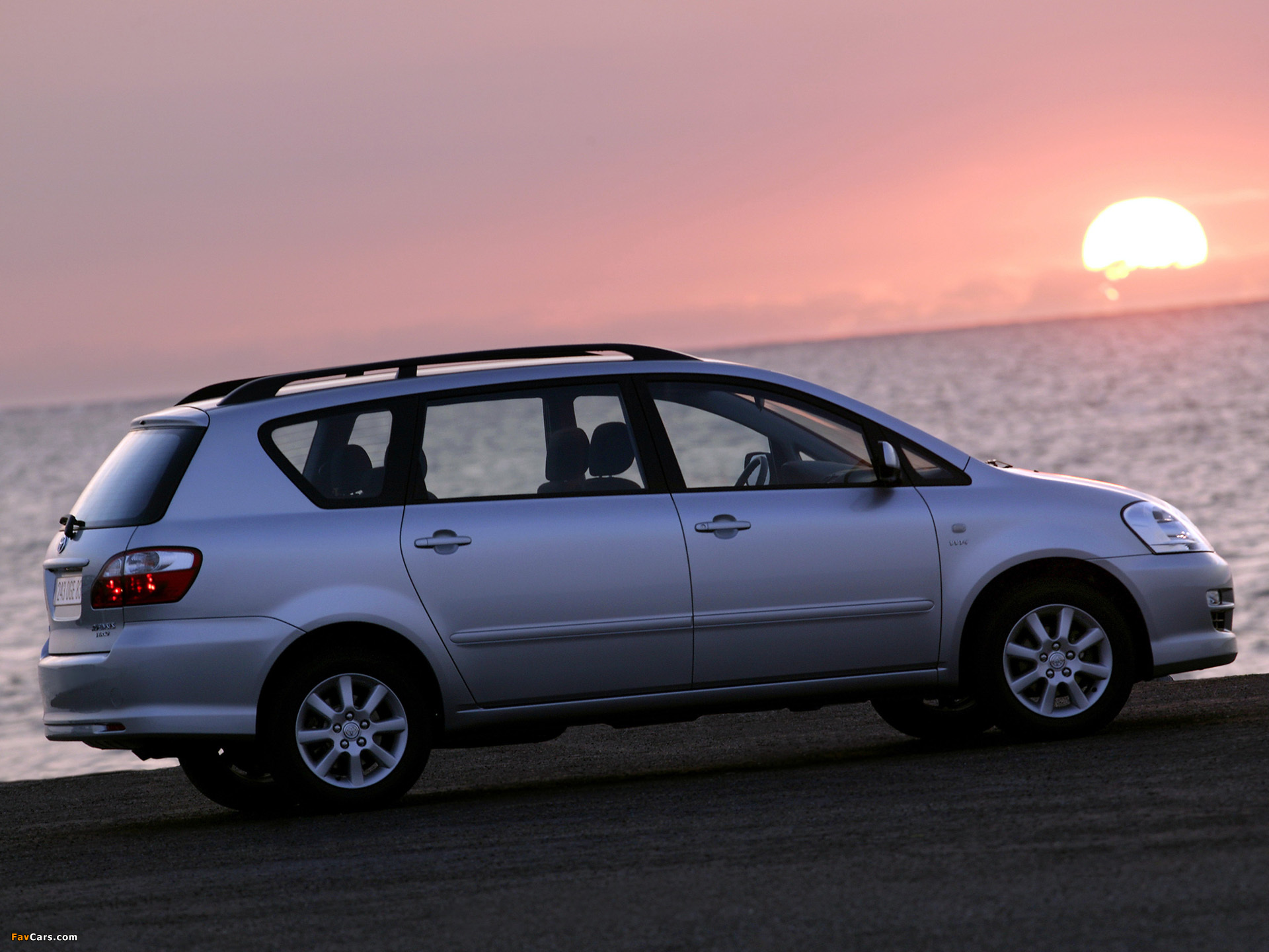 Toyota Avensis Tests & Erfahrungen - autoplenum.de