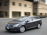 Pictures of Toyota Avensis Wagon 2008–11