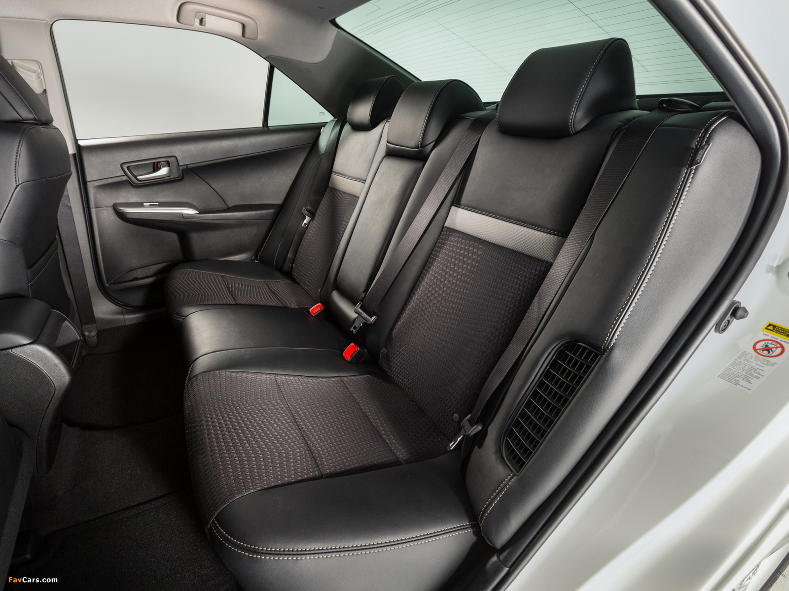 Images of Toyota Camry Hybrid SE 2014 (1600 x 1200)