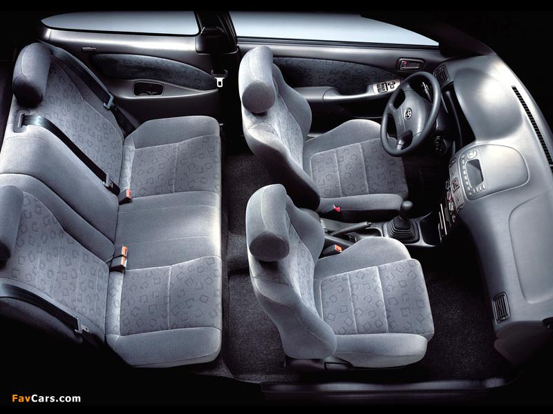 Photos of Toyota Corolla Compact 3-door (E110) 1999–2001 (800 x 600)