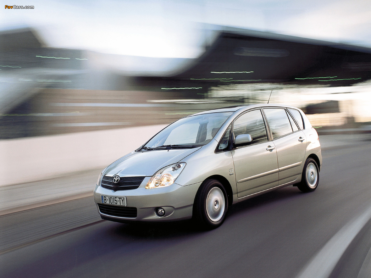 Toyota Corolla Verso 2001–04 photos (1280 x 960)