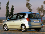 Toyota Corolla Verso 2001–04 pictures