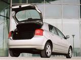 Toyota Corolla 5-door UK-spec 2001–04 images