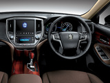 Images of Toyota Crown Hybrid Royal Saloon (S210) 2012