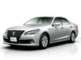 Toyota Crown Hybrid Royal Saloon (S210) 2012 images