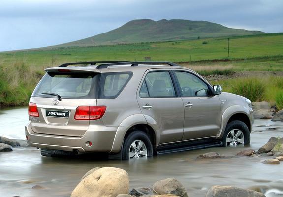 Toyota Fortuner ZA-spec 2005–08 photos