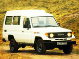 Images of Toyota Land Cruiser High Roof (J75) 1986–90