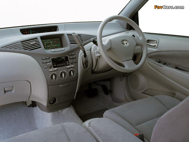 Images of Toyota Prius AU-spec (NHW11) 2001–03 (640 x 480)
