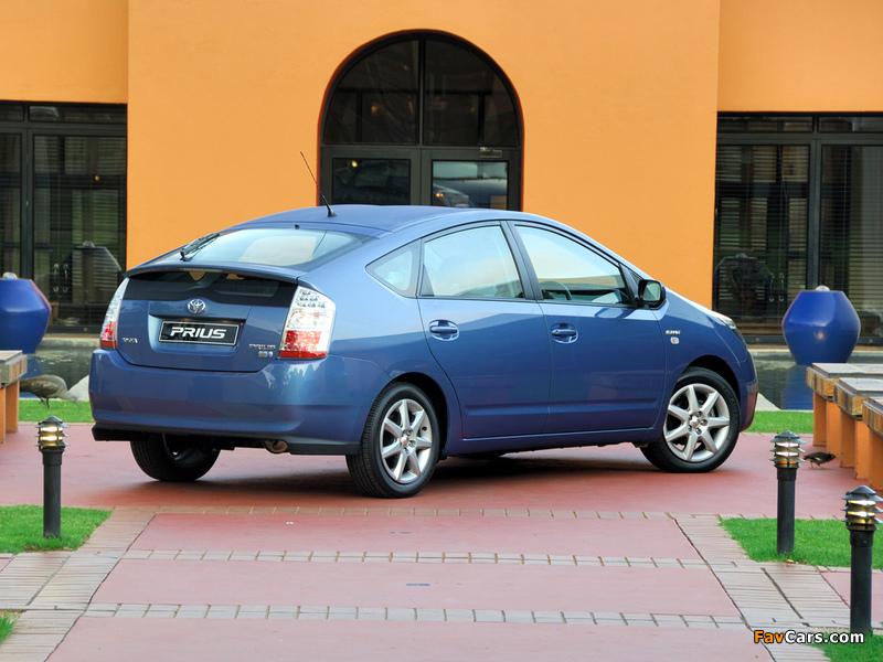 Photos of Toyota Prius ZA-spec (NHW20) 2003–09 (800 x 600)