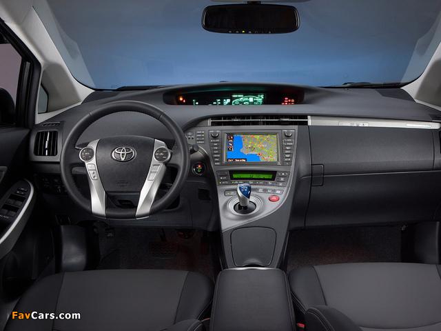 Photos of Toyota Prius Plug-In Hybrid US-spec (ZVW35) 2011 (640 x 480)