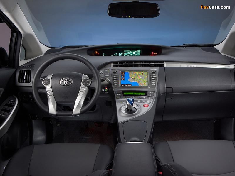 Photos of Toyota Prius Plug-In Hybrid US-spec (ZVW35) 2011 (800 x 600)