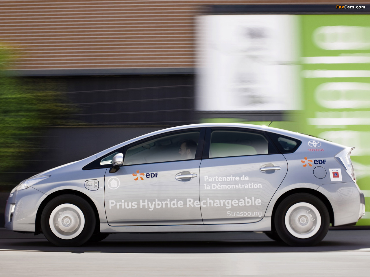 Pictures of Toyota Prius Plug-In Hybrid Pre-production Test Car EU-spec (ZVW35) 2009–10 (1280 x 960)
