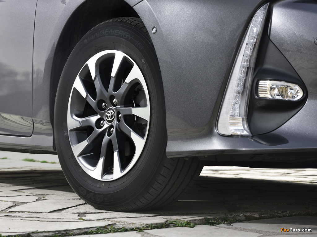 Toyota Prius Plug-in Hybrid 2016 images (1024 x 768)