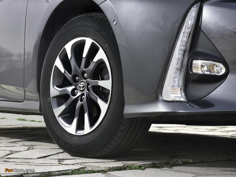 Toyota Prius Plug-in Hybrid 2016 images (800 x 600)