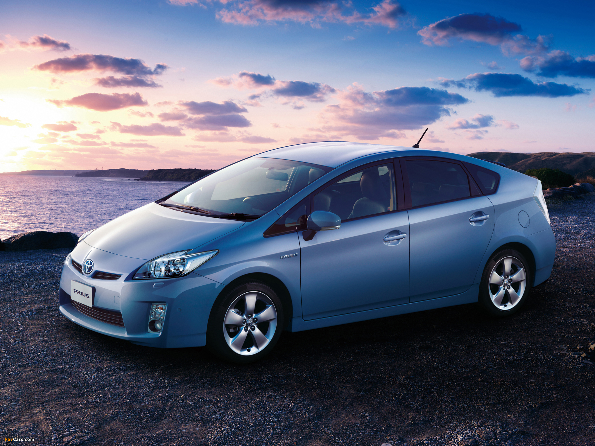 2018 Toyota Prius c Hybrid Hatchback Car | Bring a sense ...