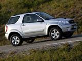 Toyota RAV4 3-door 2003–05 images