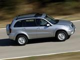 Toyota RAV4 5-door 2003–05 images