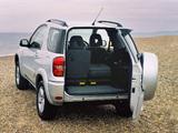 Toyota RAV4 3-door UK-spec 2003–05 photos