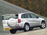 Toyota RAV4 5-door UK-spec 2003–05 pictures