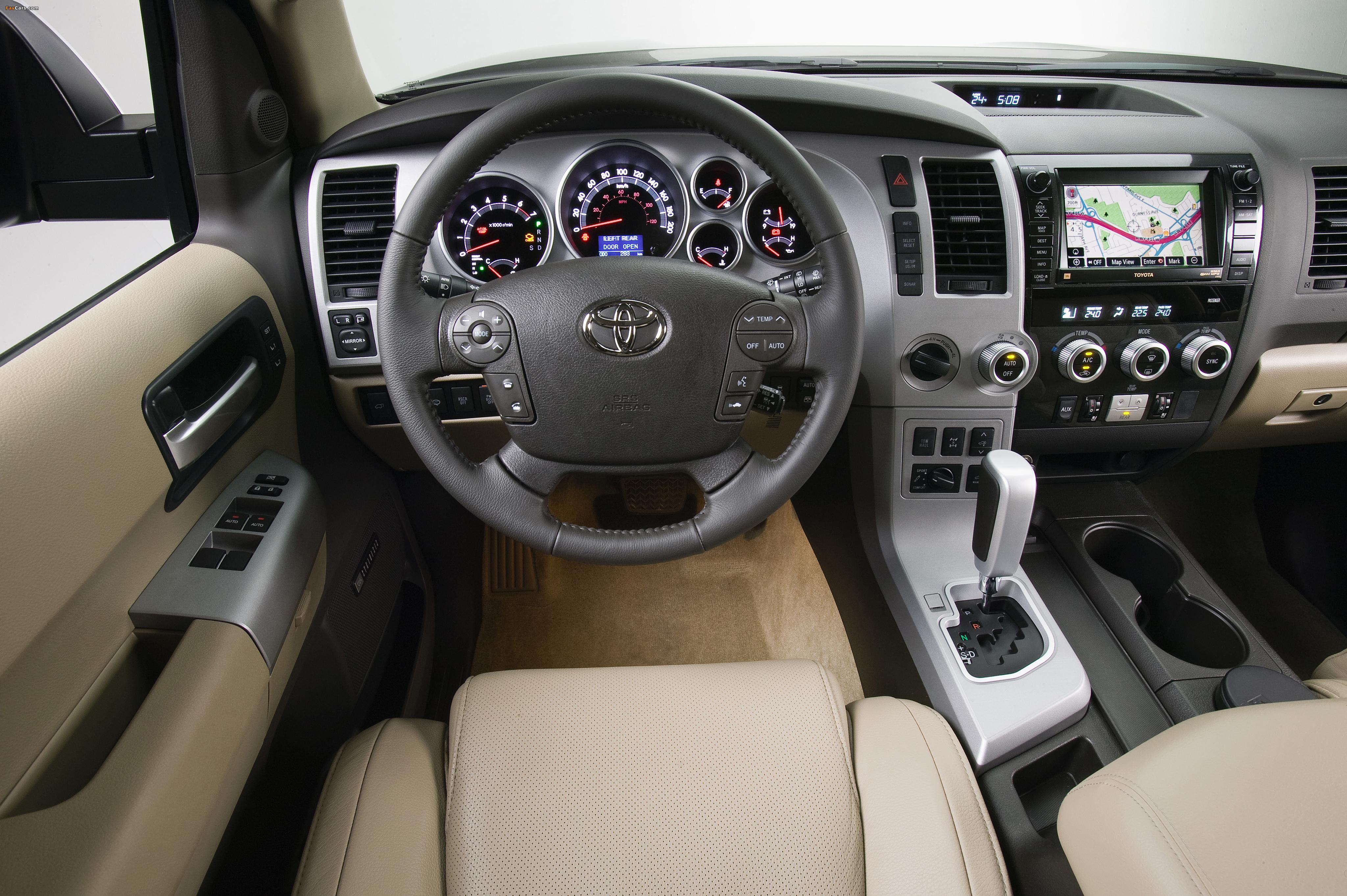 Photos of Toyota Sequoia Platinum 2007–2017 (4096 x 2725)
