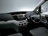 Photos of Toyota Voxy 2001–07