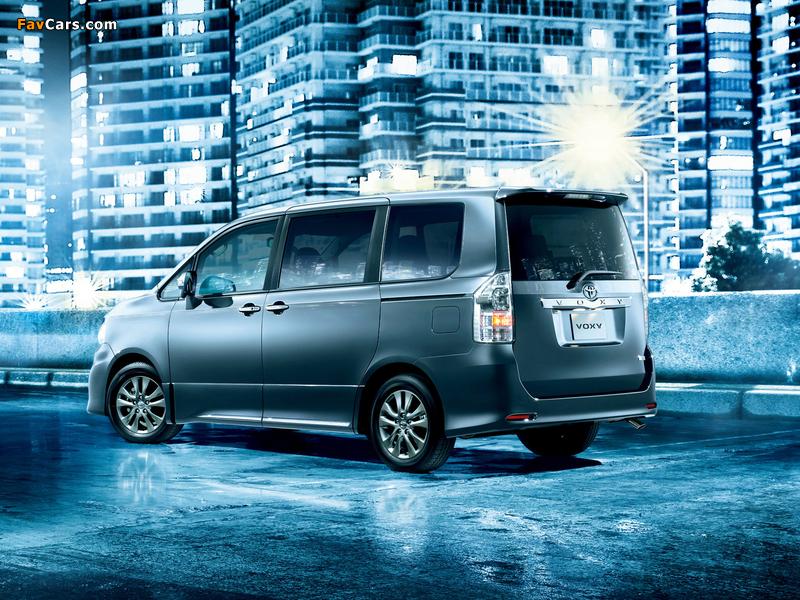Photos of Toyota Voxy ZS Kirameki Z 2013 (800 x 600)